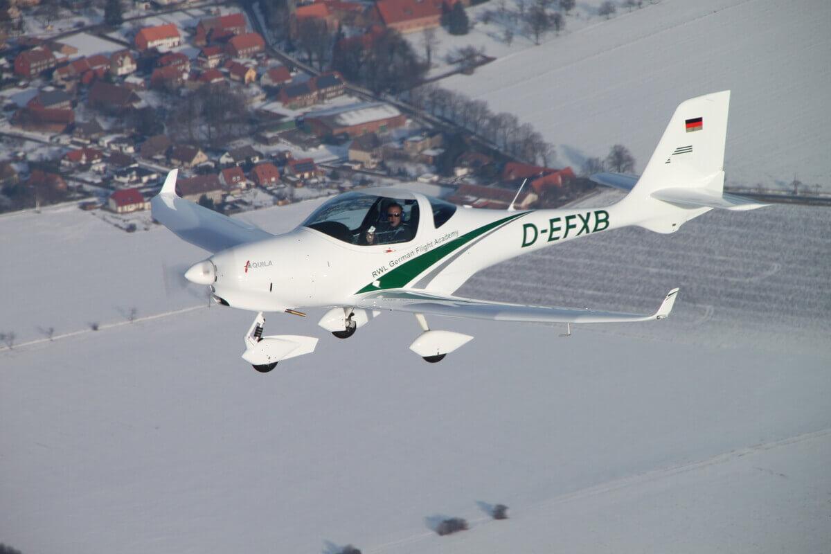 RWL Flugschule Ausbildungsflugzeug Aquila
